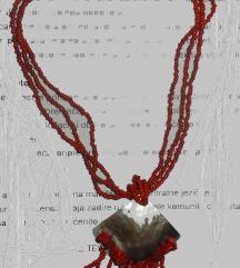 ogrlica sa školjkom