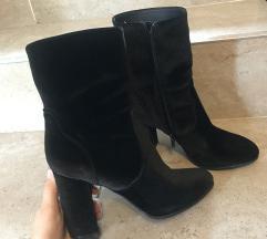 Nove crne cizme