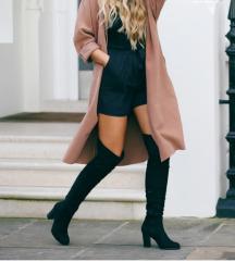 Crne čizme iznad koljena