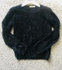 Crni čupavi pulover vel S
