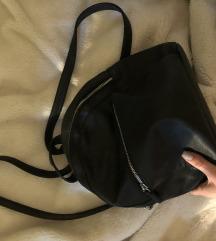 Crni kozni ruksak