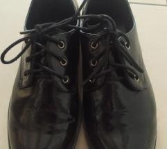% Lakirane cipele