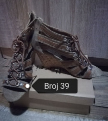 Krem sandale broj 39