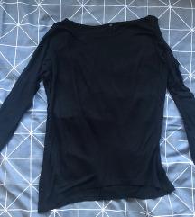 Crna majica s izrezom na ramenima