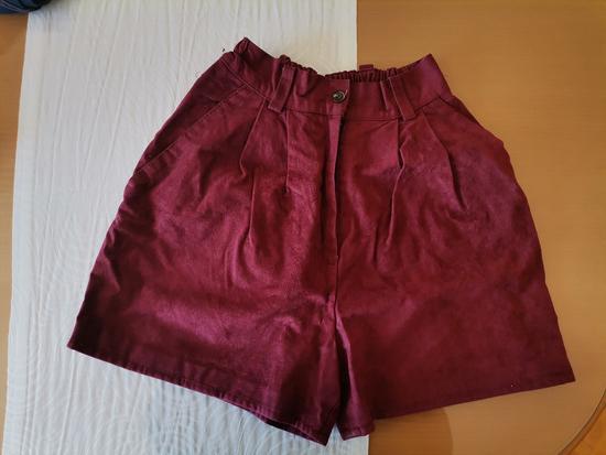 Kratke bordo hlače