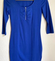 Nenošena plava haljina