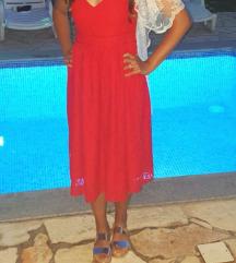 Crvena čipkana haljina