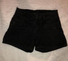 Crne hlačice - tri kopčanja