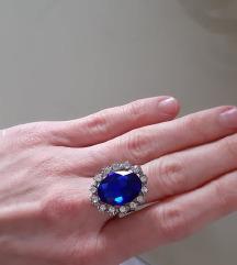 Prsten s plavim kamenom
