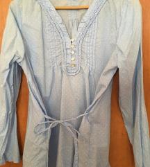 Predivna plava bluza s bijelim točkicama i mašnom