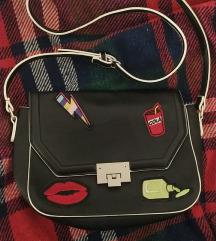 Pull&Bear crna torbica s prišivcima