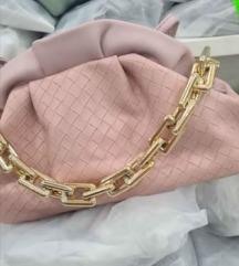 Nova roza torbica ima mali remen