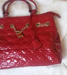 Lijepa crvena torba