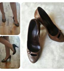 Smeđe kožne cipele na petu