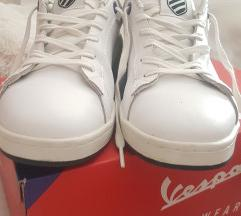 Bijele kožne tenisice
