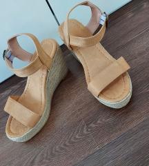 Nove sandale espadrile
