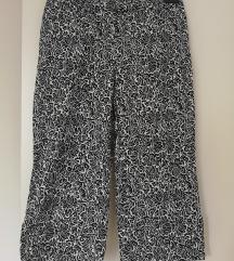 Prekrasne hlače modernog kroja veličina S