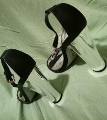 Sandale sa blok petom