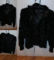 Plisana jakna crna