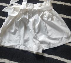 bijele hlačice M