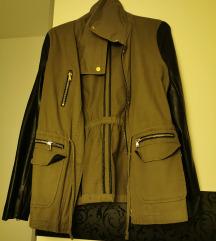 Jesenska jakna s kožnim rukavima