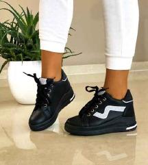 Nove cipele /tenisice na punu petu