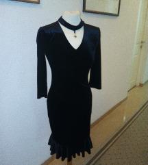 Crna, pliš haljina, veličina M