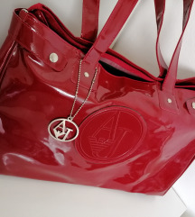 Tamno crvena torba