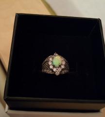 Srebrni prsten s opalom