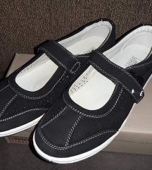 Ženske sportske cipele na čičak vel 7(41)