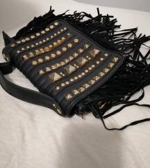 ✔️ Moderna torbica sa zakovicama s poštarinom😊