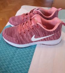Nove, Nike tenisice