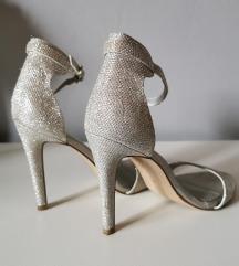Srebrne sandale sa šljikicama
