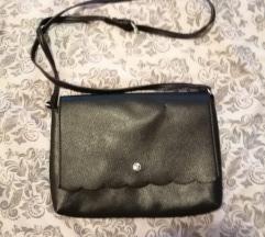 Mala crna torbica