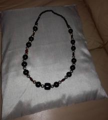 Duga ogrlica crno -crveno-zlatno