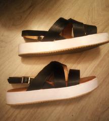 Novi parfem plus sandale gratis