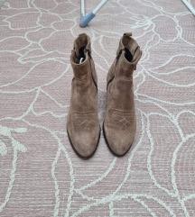 Kožne čizme vel 39
