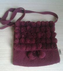 Pletena torbica sa gombicama