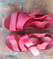 Crvene sandale , nove, 37