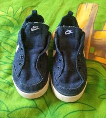 Nike slip on tenisice 27 (ug 17 cm)