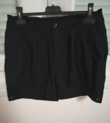 Kratke crne hlače