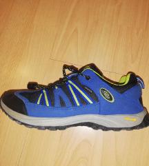 Muške (dječje ) sportske cipele