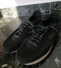 Crne tenisice