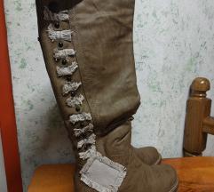 Nove smeđe čizme do koljena
