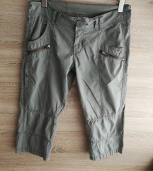 Divided 3/4 hlače vel. 38-40