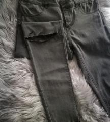 Pull&Bear ankle length hlače/ EUR 40 MEX 30