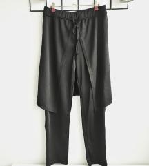 Crne hlače na preklope