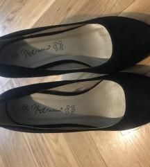 Crne cipele na petu