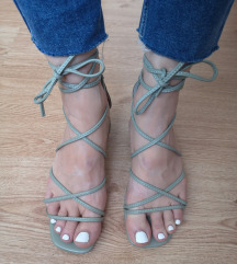 Nove zelene lace up sandale