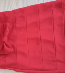 Crvena uska haljina